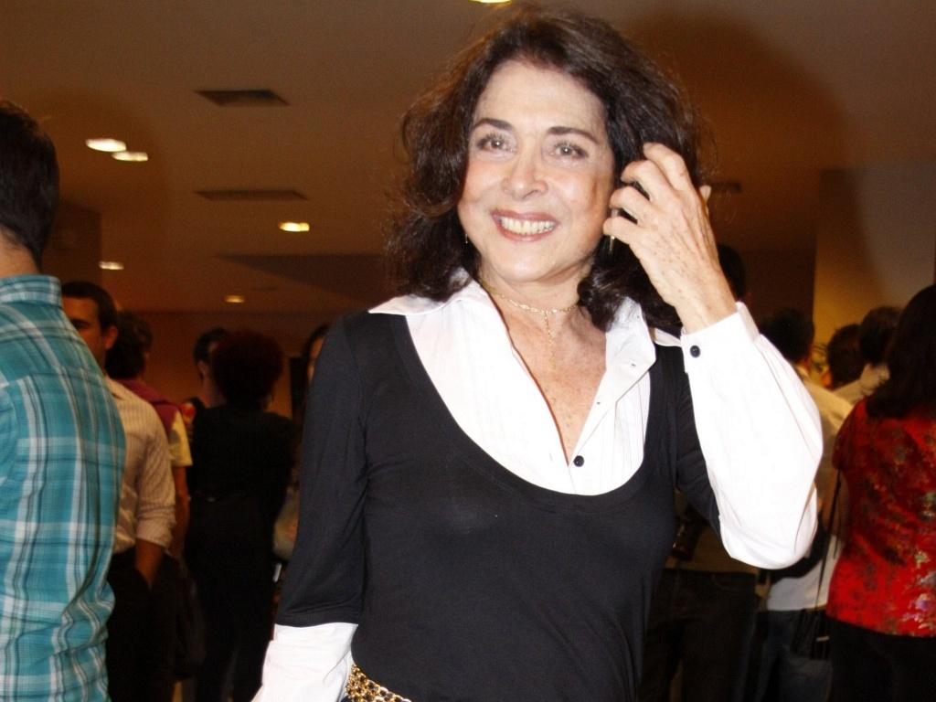 http://m.i.uol.com.br/celebridades/2010/07/14/a-atriz-betty-faria-na-pre-estreia-de-dzi-croquettes-no-rio-de-janeiro-1272010-1279118413106_1024x768.jpg