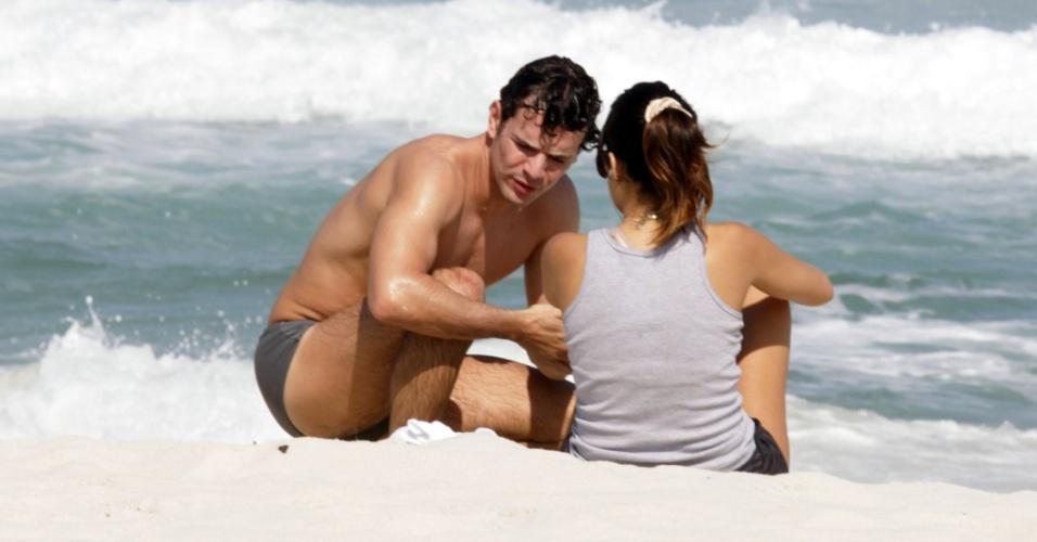 Daniel de Oliveira e Vanessa Giácomo correm nas areias da barra da Tijuca, Rio de Janeiro, no sábado (24/7/2010)