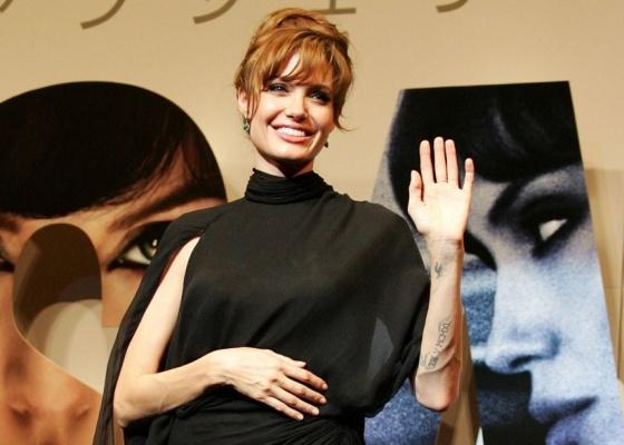 A atriz Angelina Jolie na première de Salt em Tóquio (27/7/2010)