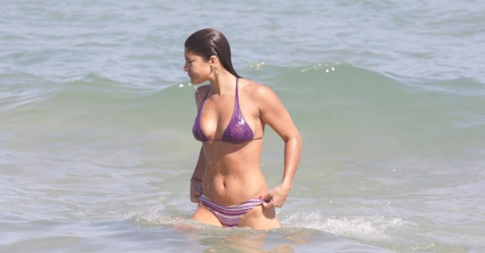 Priscila Fantin na praia da Barrra da Tijuca, Rio de Janeiro (31/7/2010)