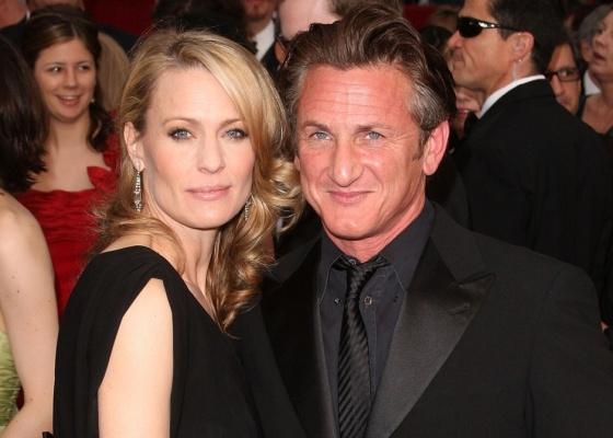 Robin Wright e Sean Penn no tapete vermelho do Oscar 2009 (22/2/2009)