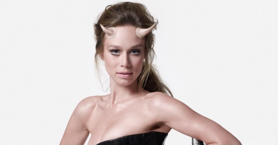 Mariana Ximenes é fotografada por Bob Wolfenson para a revista