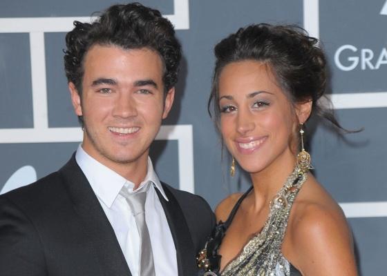 Kevin Jonas e a mulher Danielle Deleasa na 52ª edição do Grammy em Los Angeles (31/1/2010)