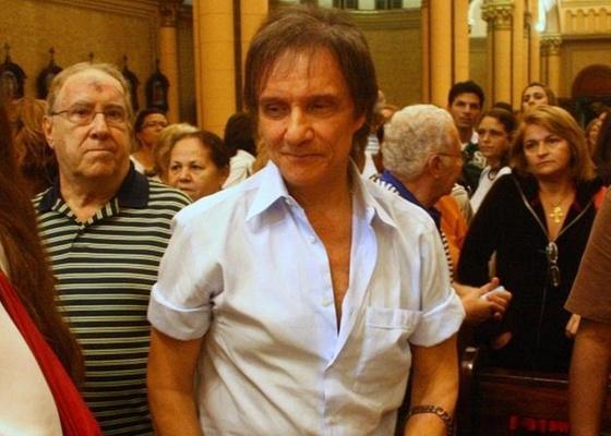 Roberto Carlos vai à missa no Rio de Janeiro (12/7/10)