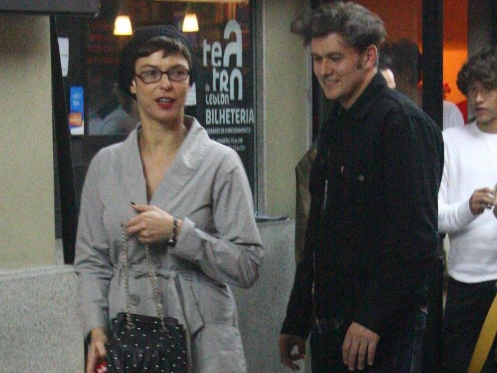 Maria Paula e João Suplicy assistem ao espetáculo