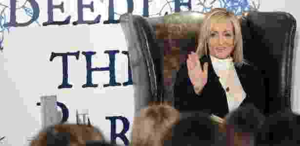 """A escritora J.K.Rowling em evento de lançamento de seu livro """"The Tales of Beedle The Bard"""" em Edimburgo (4/12/2008) - David Cheskin/AFP"""