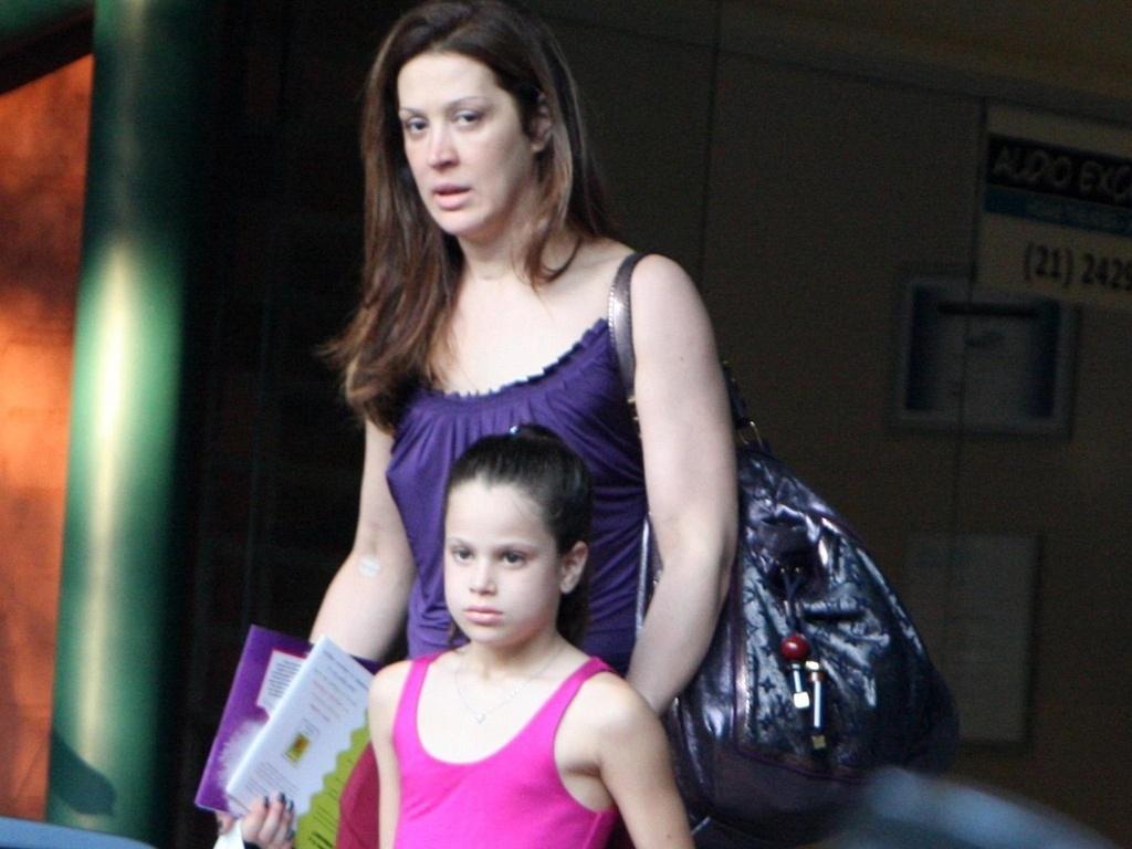 Claudia Raia e a filha Sophia deixa o Espaço Itanhangá, no Rio de Janeiro (31/8/2010)