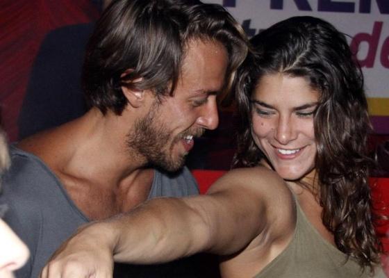Os atores Renan Abreu e Priscila Fantin se divertem na pista de dança do Prêmio Tudo de Bom, no Rio (1/9/10)