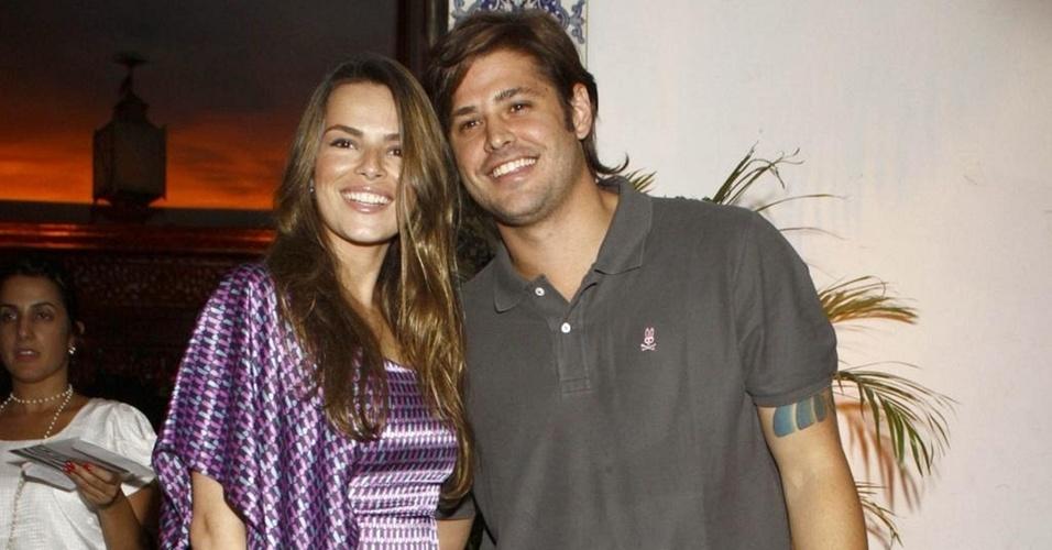 Viviane Sarahyba e Dado Dolabella vão à festa de aniversário no Rio de Janeiro (12/3/10)