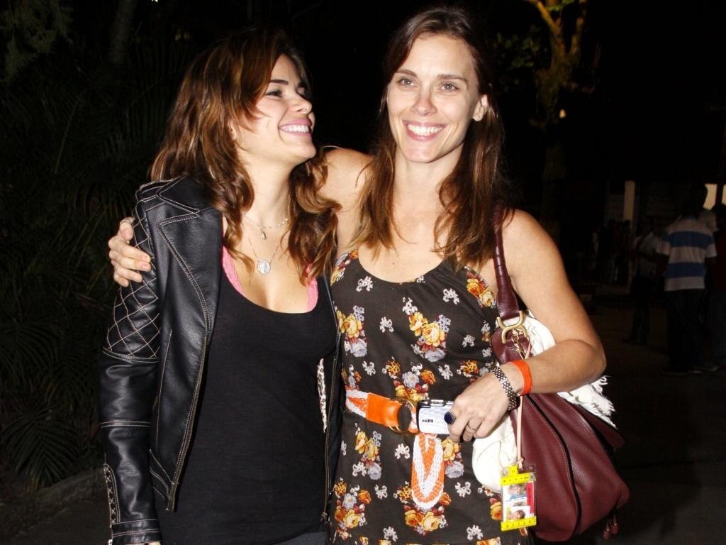 Vanessa Giácomo e Carolina Dieckmann em um clube no Rio de Janeiro (9/9/2010)