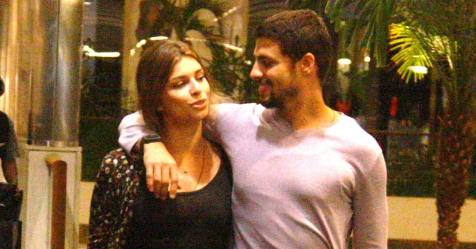 Grazi Massafera e Cauã Reymond passeiam em shopping do Rio (11/9/21010)
