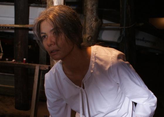 Luciana Gimenez, em cena do longa O Filme dos Espíritos. Para viver a personagem Roseli, 30 anos mais velha que ela, a apresentadora teve de passar por um processo de envelhecimento que durava cerca de quatro horas (13/9/2010)