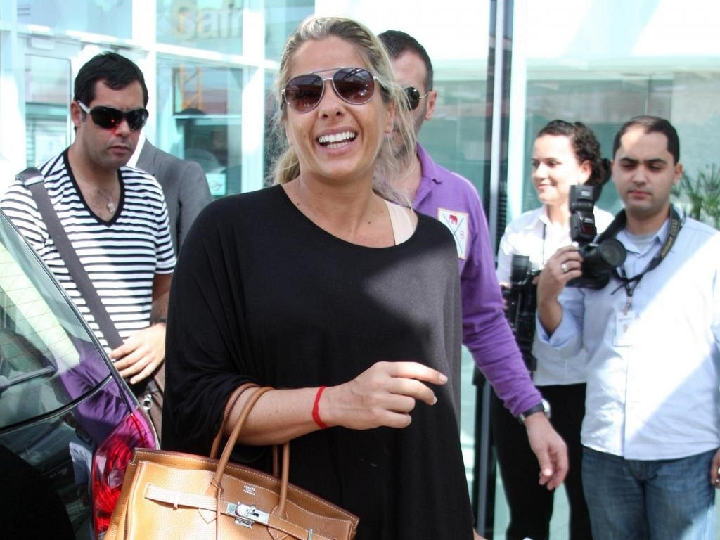 Adriane Galisteu deixa o hospital depois de dar à luz Vittorio, em São Paulo (8/8/10)