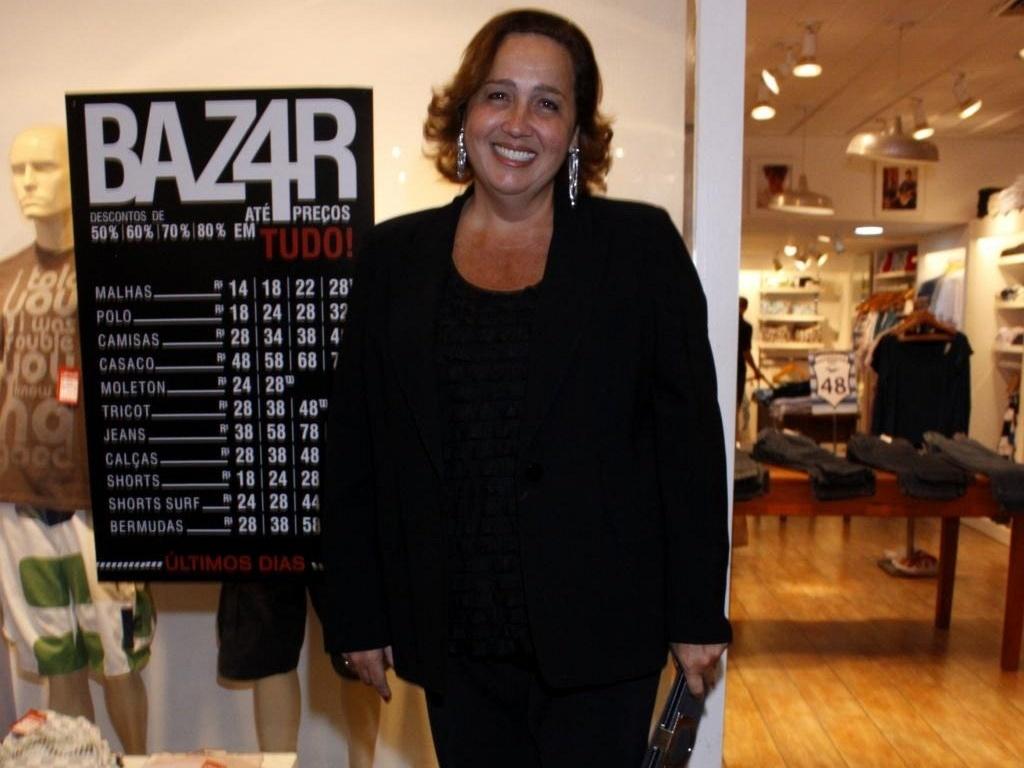 Claudia Jimenez em shopping do Rio (15/9/10)