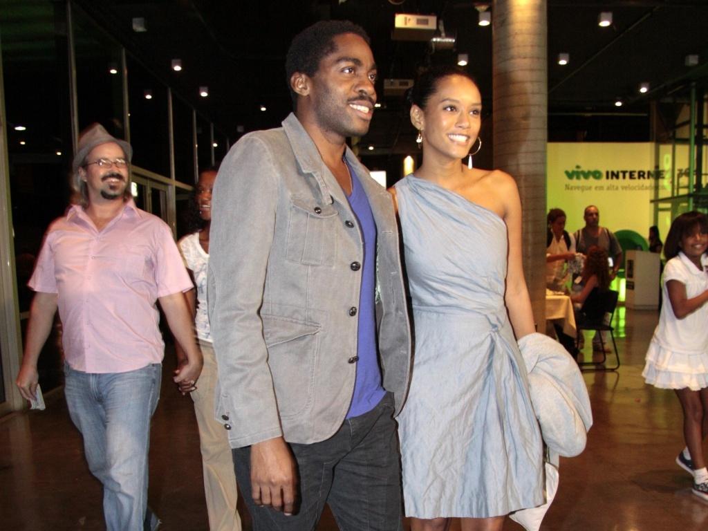 Taís Araújo e Lázaro Ramos curtem show da cantora Mart'nália no Rio de Janeiro (17/9)