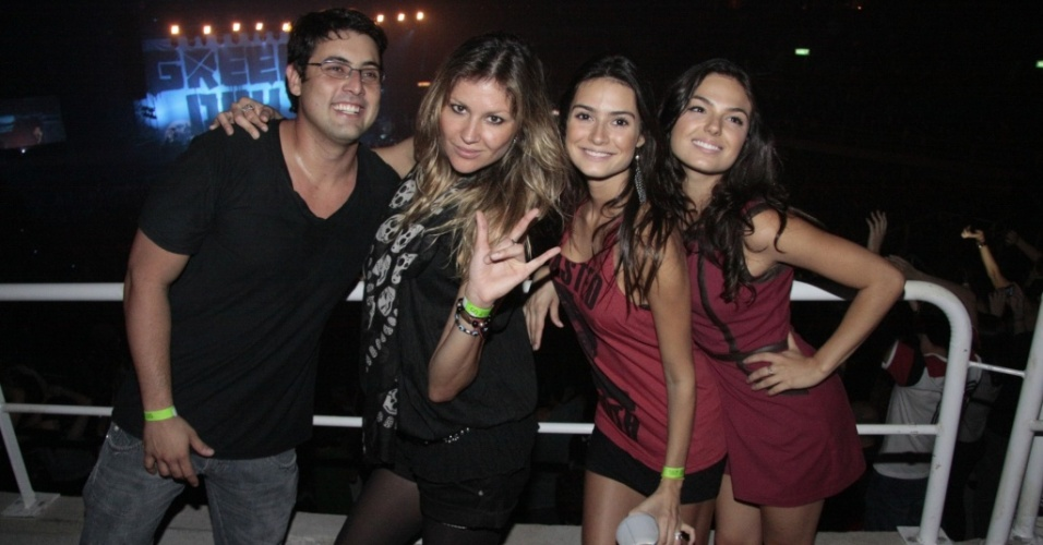Bruno De Luca, Ellen Jabour, Thaila Ayala e Ísis Valverde curtem o punk rock do Green Day, no Rio (15/10/2010)
