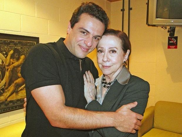 Rodrigo Lombardi e Fernanda Montenegro comemoram aniversário no Projac (19/10/10)