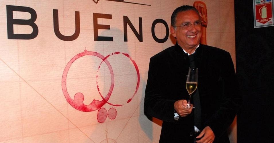 Galvão Bueno recebe convidados para lançamento de novos vinhos, em São Paulo (17/8/10)