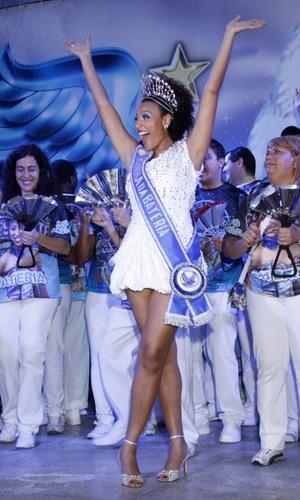 Sheron Menezes é coroada Rainha de Bateria da Portela, no Rio (29/10/2010)