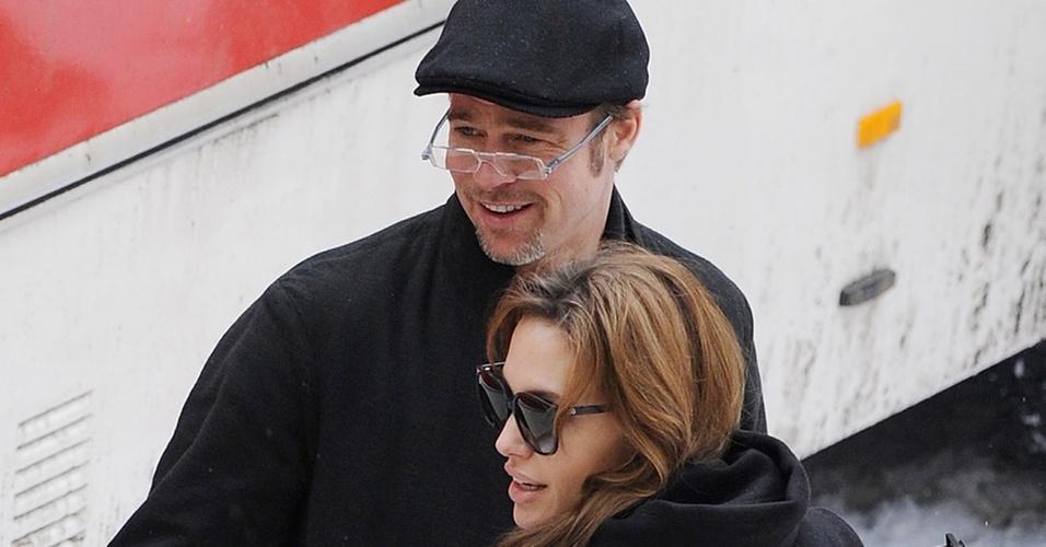 Brad Pitt visita Angelina Jolie em set de filmagens em Budapeste (8/11/2010)