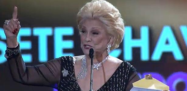 Hebe apresentou 7 categorias de prêmios e, a cada apresentação, comentava de forma divertida a ausência dos artistas vencedores do troféu