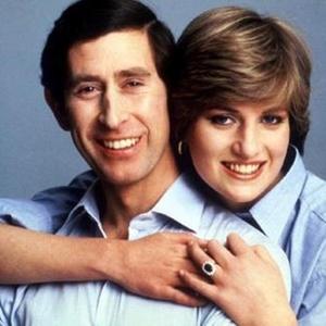 O príncipe Charles e princesa Diana posam para uma foto informal no dia do casamento (29/7/1981)
