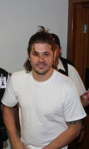 Dado Dolabella chega para desfile em Goiás (9/10/2010)