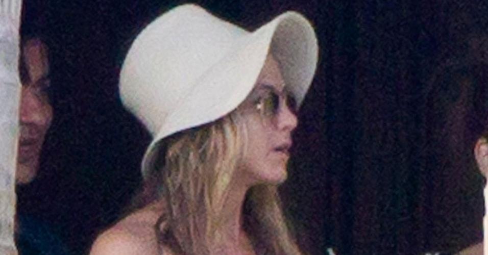 Jennifer Aniston curte feriado de Ação de Graças em México (25/11/2010)