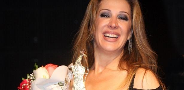 Claudia Raia é homenageada em concurso de dublagem no Rio (2/12/2010)