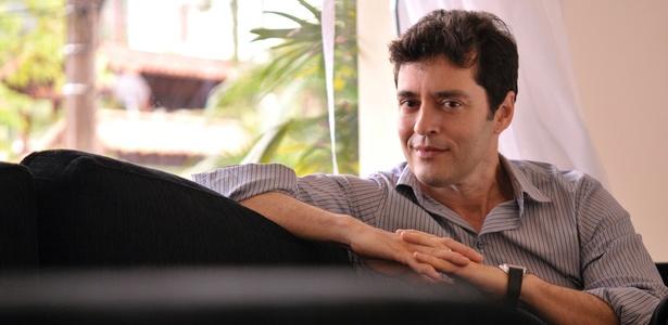O roteirista e ator de novelas, Tiago Santiago