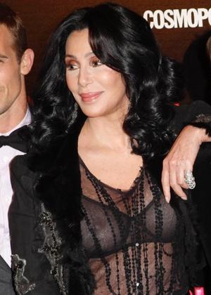 """A cantora Cher durante a pré-estreia do filme """"Burlesque"""", em Madri (9/12/2010) - Grosby Group"""