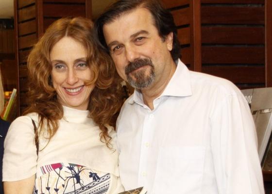 Betty Gofman e o marido Hugo Barreto em noite de autógrafos de livro de Ilana Casoy (8/11/2010)