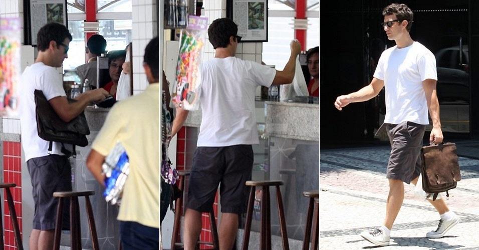 O ator Gabriel Braga Nunes compra lanche e coloca em quentinha no Leblon (21/12/10)