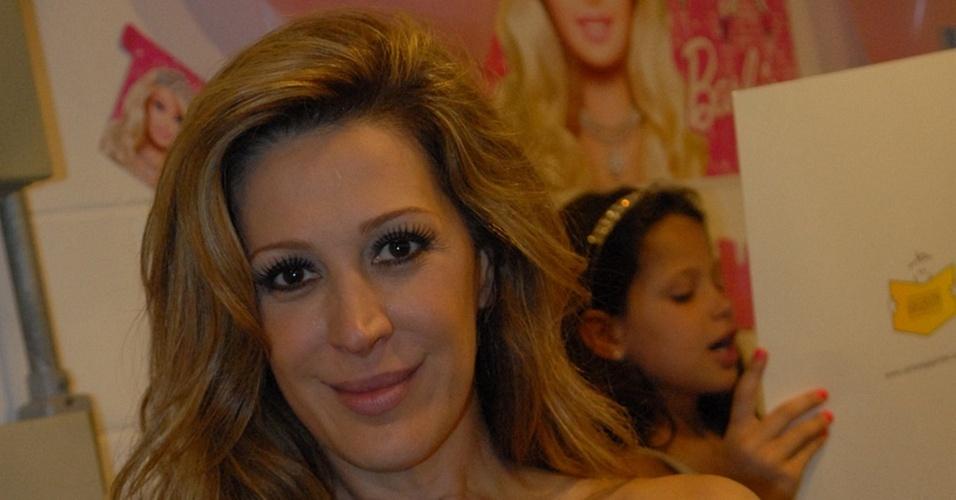Cláudia Raia ganha festa no Projac, no Rio de Janeiro (23/12/10)