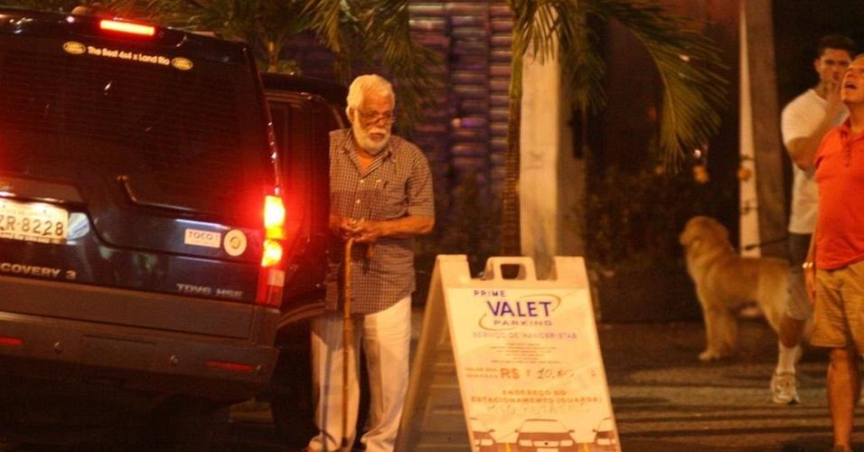 Manoel Carlos deixa restaurante no Leblon, zona sul carioca (28/12/10)