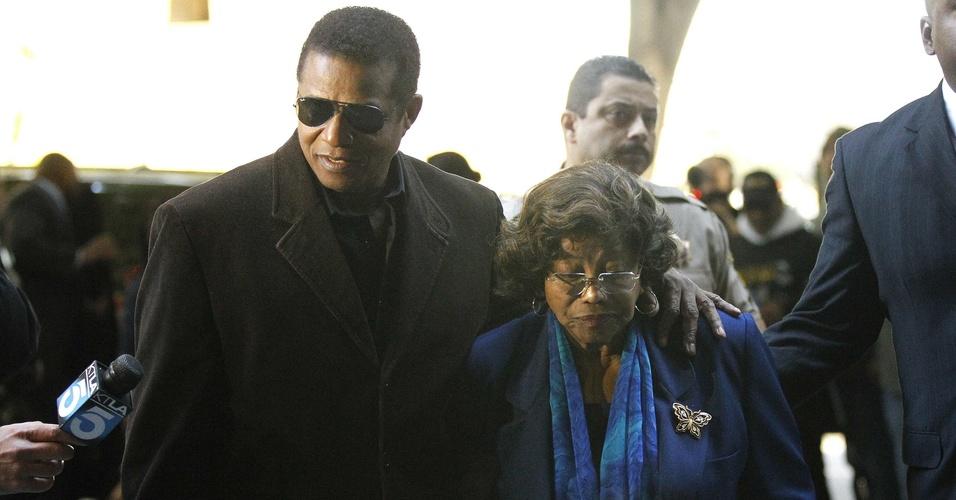 Jermaine e Katherine Jackson chegam a tribunal de Los Angeles para audiência preliminar do médico Conrad Murray (4/1/2011)