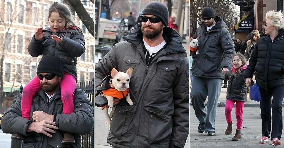 O ator Hugh Jackman passeia com a mulher Deborra-Lee Furness, a filha do casal Ava e o pequeno buldogue francês Mochi, pelas ruas de Nova York (6/1/2011)