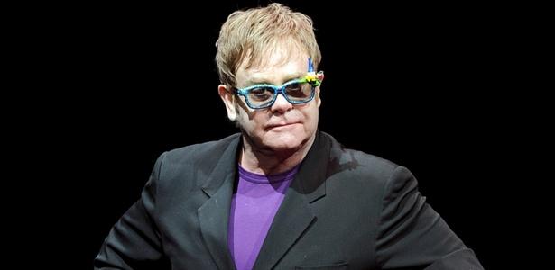 O músico Elton John se apresenta na première de Gnomeo and Juliet em Los Angeles (23/1/2011)