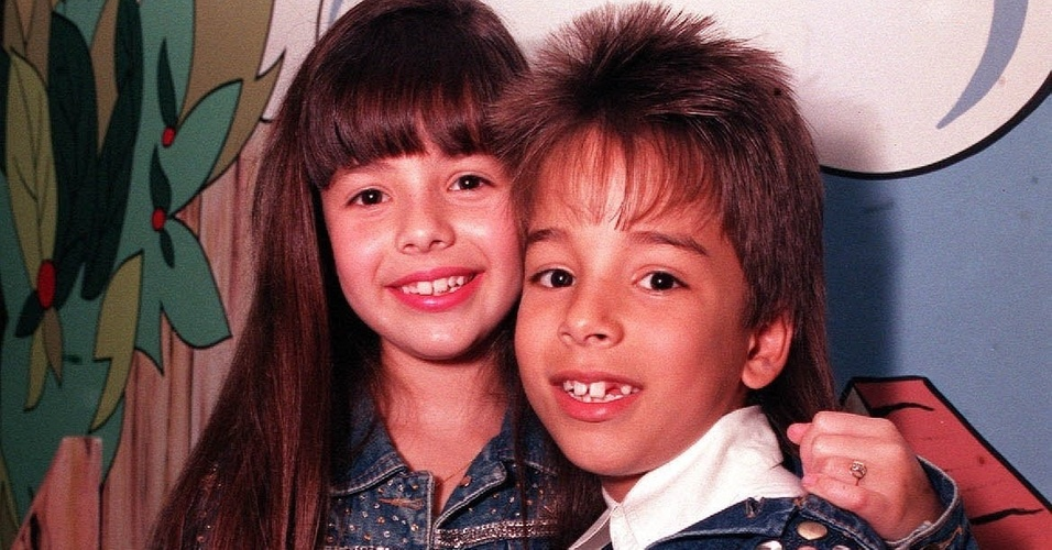 Sandy e o irmão Júnior na época em que começaram a carreira (1992). Na época, Sandy tinha nove anos de idade e Júnior oito anos