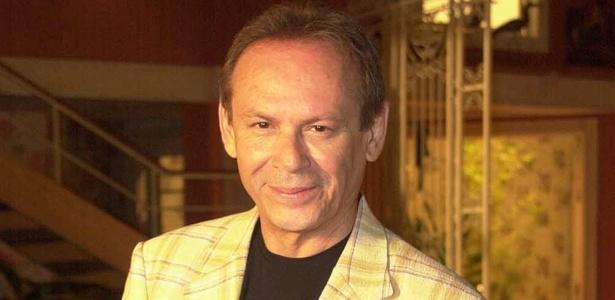 """José Wilker interpreta Giovanna Improtta em """"Senhora do Destino"""" (2004)"""