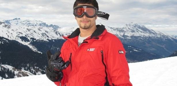 O modelo e DJ Jesus Luz esquiando na Suíça (11/2/2011)
