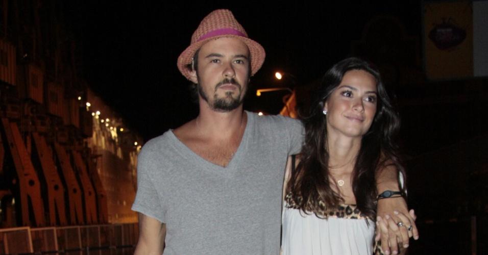 Paulinho Vilhena e Thaila ayala vão ao show de Lulu Santos no Rio de Janeiro (12/02/2011)