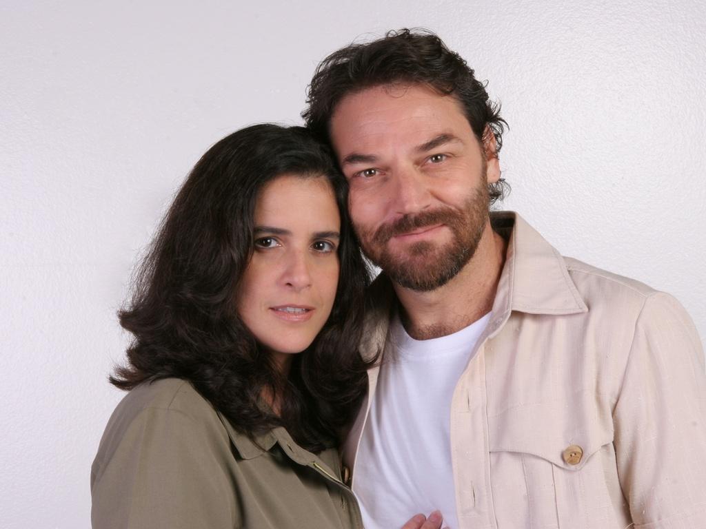 http://m.i.uol.com.br/celebridades/2011/02/20/lucia-verissimo-e-licurgo-spinola-estao-em-amor-e-revolucao-novela-de-tiago-santiago-para-o-sbt-1298224822271_1024x768.jpg