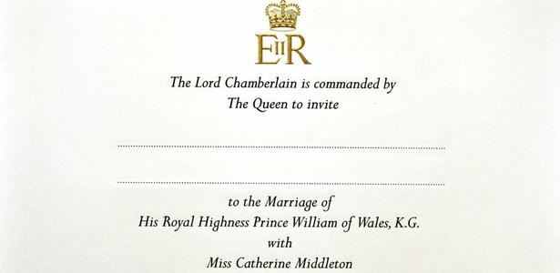 Convite de casamento do Príncipe William e Kate Middleton que trazem a insígnia da rainha Elizabeth estampada em ouro polido - John Stillwell/Reuters