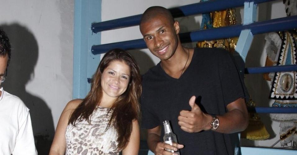 Samara Felippo e Leandrinho durante o ensaio na quadra da Vila Isabel, no Rio (19/2/2011)