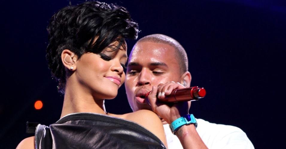 Rihanna e Chris Brown durante apresentação no Z100's Jingle Ball no Madison Square Garden, em Nova York (12/12/2008)