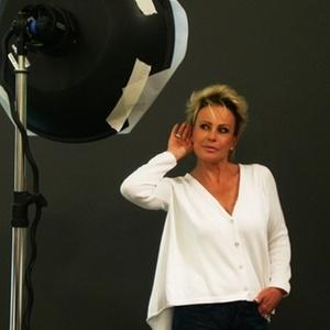 """Ana Maria faz ensaio fotográfico para a campanha """"Hear The World"""" (fev/2011)"""