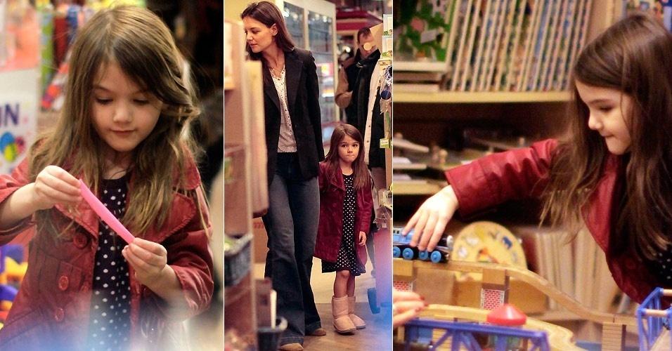 Katie Holmes e Suri visitam loja de brinquedos em Vancouver (1/3/2011)