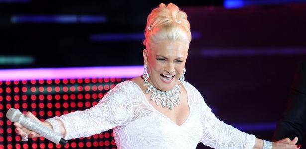 Hebe Camargo na estreia de seu programa na RedeTV! (1/3/2011)