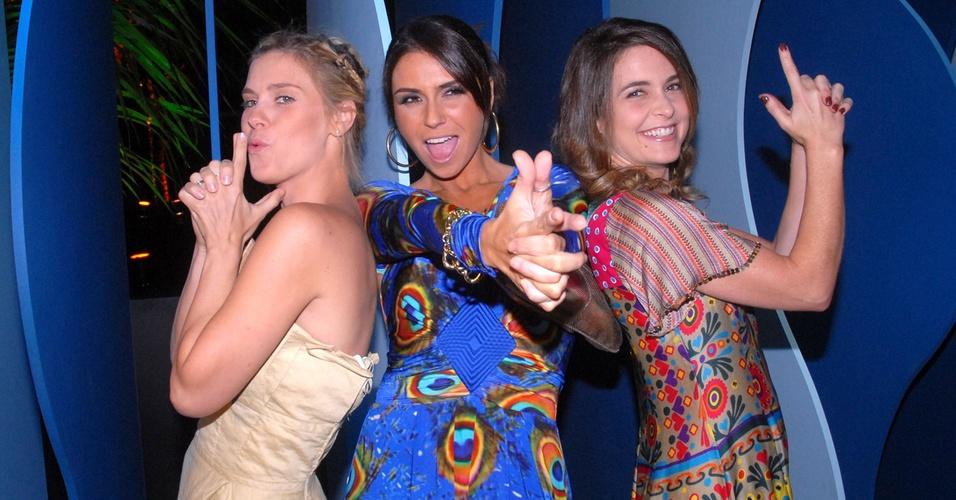 """Carolina Dieckmann, Giovanna Antonelli e Claudia Abreu posam como """"As Panteras"""" na festa de lançamento de """"Três Irmãs"""", no Rio de Janeiro (5/9/2008)"""